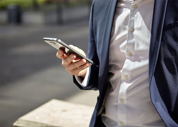 businessman_smartphone